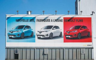 Στη δέσμη μέτρων που προετοιμάζει το Παρίσι εντάσσονται κίνητρα για την αγορά λιγότερο ρυπογόνων οχημάτων και οικονομική βοήθεια σε μικρομεσαίες επιχειρήσεις προμήθειας ανταλλακτικών, ώστε να εκσυγχρονίσουν τις εγκαταστάσεις τους και πιθανώς να τις συνενώσουν κιόλας (φωτογραφία από REUTERS).