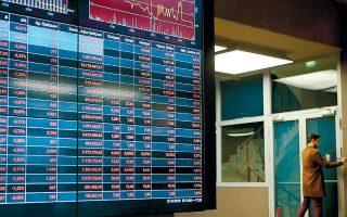 Οι τραπεζικές μετοχές έχουν υποστεί τις μεγαλύτερες πιέσεις σε αυτήν την κρίση, καθώς η αγορά αποτιμά τις σημαντικές καθυστερήσεις στα σχέδια μείωσης των κόκκινων δανείων και στις τιτλοποιήσεις μέσω του «Ηρακλή», θολώνοντας έτσι τις προοπτικές και τα θεμελιώδη μεγέθη του κλάδου και «παγώνοντας» τη διαδικασία ομαλοποίησης στην οποία είχε μπει προ πανδημίας.