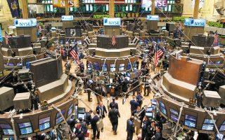 Στη Wall Street, μετά το πτωτικό άνοιγμα, που αποδίδεται στις δηλώσεις του Τζ. Πάουελ για παρατεταμένη ύφεση, η πολύ καλή εικόνα του τραπεζικού κλάδου και κυρίως των μετοχών της Wells Fargo και της JP Morgan είχε ως αποτέλεσμα η αγορά να γυρίσει ανοδικά.