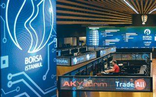 Στην Τουρκία, η κεντρική τράπεζα έχει ήδη αγοράσει από τα τέλη Μαρτίου κρατικά ομόλογα ύψους 5 δισ. δολ. Στη Νότιο Αφρική και στις Φιλιππίνες οι κεντρικές τράπεζες προχωρούν σε απεριόριστες αγορές κρατικών ομολόγων στη δευτερογενή αγορά, ενώ η Τράπεζα της Χιλής σχεδιάζει να αγοράσει ομόλογα αξίας 8 δισ. δολαρίων.