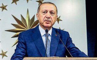 Δεν είναι η πρώτη φορά που ο Ταγίπ Ερντογάν στρέφεται κατά ξένων τραπεζών. Πέρυσι είχε επιτεθεί  στην JP Morgan επειδή η επενδυτική τράπεζα συμβούλευε τους πελάτες της να πουλήσουν τουρκικές λίρες.