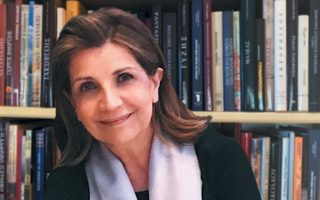 Η ιστορικός τέχνης και επιμελήτρια εκθέσεων Εβίτα Αράπογλου.