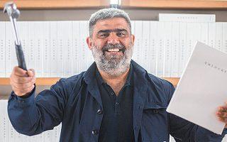 Ο συνιδρυτής και καλλιτεχνικός διευθυντής του Atopos, Βασίλης Ζηδιανάκης.