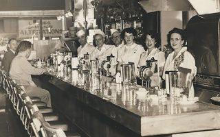 Eνα ελληνικό εστιατόριο στο Σιάτλ το 1950.