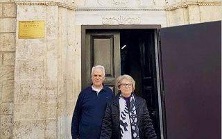 Ο Κώστας Περγάμαλης με τη σύζυγό του Γιώτα στους Αγίους Τόπους, στο ταξίδι στο οποίο κόλλησαν και οι δύο τον κορωνοϊό. Ο ίδιος χρειάστηκε να μείνει έναν μήνα στην εντατική για να θεραπευτεί.