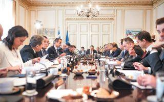 Ο Κυριάκος Μητσοτάκης μιλάει στα μέλη της κυβέρνησής του κατά τη διάρκεια του υπουργικού συμβουλίου της 27ης Φεβρουαρίου. Οι όποιες αλλαγές στο κυβερνητικό σχήμα, σύμφωνα με πληροφορίες της «Κ», θα σηματοδοτούν την επανεκκίνηση μετά την υγειονομική κρίση.