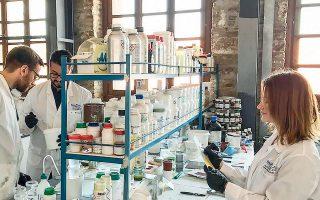 Η Νanophos έχει προχωρήσει, στο Τεχνολογικό και Πολιτιστικό Πάρκο Λαυρίου, στην ανάπτυξη γραμμής βιομηχανικής παραγωγής καθαριστικών σκευασμάτων γέλης με μικροβιοκτόνες και αντισηπτικές ιδιότητες, δυναμικότητας 10.000 λίτρων ημερησίως.