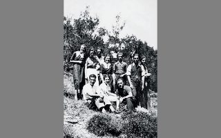 Εκδρομή στον Κοκκιναρά, Μάιος 1936. Ενα στιγμιότυπο που παραδόθηκε στον αθηναϊκό χρόνο.