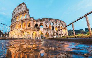 Κολοσσαίο, ίσως το χαρακτηριστικότερο σύμβολο της Ρώμης και της Ρωμαϊκής Αυτοκρατορίας. Ρόλο στην αρχή του τέλους της έπαιξε και η πανδημία (πιθανότατα ευλογιά) που την έπληξε κατά κύματα γνωστά ως «Λοιμός του Γαληνού» (από το 165-166 μ.Χ. έως το 180 μ.Χ.) και ως «Λοιμός του Κυπριανού» (από το 251 μ.Χ. έως το 270 μ.Χ.).