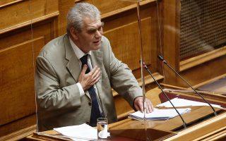 Ο Δημήτρης Παπαγγελόπουλος, μιλώντας στη Βουλή, αρνήθηκε την οποιαδήποτε συμμετοχή σε έκνομες πράξεις και άφησε ανοικτό το ενδεχόμενο να προχωρήσει σε αποκαλύψεις κατά την εξέτασή του από την Προανακριτική, όπου θα κληθεί για εξηγήσεις.ΑΠΕ-ΜΠΕ / ΑΛΕΞΑΝΔΡΟΣ ΒΛΑΧΟΣ