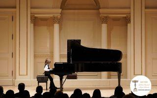 Από την εμφάνισή του σε ηλικία μόλις πέντε ετών στο Κάρνεγκι Χολ στη Νέα Υόρκη, όπου απέσπασε το πρώτο βραβείο στον διαγωνισμό Golden Classical Music Awards. (Φωτογραφίες: Βαγγέλης Ζαβός)