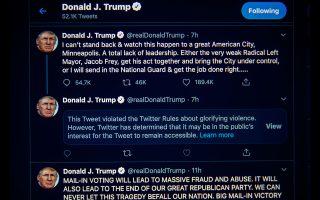 Παρά τον πόλεμο που άνοιξε στο αγαπημένο του μέσο κοινωνικής δικτύωσης, το Twitter, ο Αμερικανός πρόεδρος εξακολουθεί να το χρησιμοποιεί. Με αφορμή τα επεισόδια ο Ντόναλντ Τραμπ έσπευσε να επιτεθεί στον «ριζοσπάστη αριστερό», όπως τον χαρακτήρισε, δήμαρχο της Μινεάπολης, Τζέικομπ Φρέι, ενώ απείλησε τους διαδηλωτές με πραγματικά πυρά. ( EPA / SHAWN THEW)