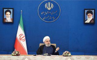 Φωτογραφία που δόθηκε στη δημοσιότητα από τον πρόεδρο της χώρας, Χασάν Ροχανί, δείχνει την ομιλία του ενώπιον του υπουργικού συμβουλίου χθες στην Τεχεράνη.