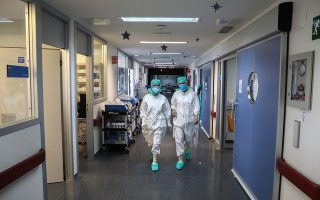 Medical workers wearing personal protective equipment (PPE) walk at the intensive care unit (ICU) of the La Paz hospital amid the coronavirus disease (COVID-19) outbreak in Madrid, Spain April 28, 2020.  REUTERS/Sergio Perez