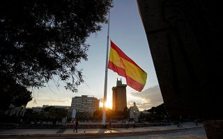 A Spanish flag flies at half-staff during the official ten-day mourning in memory of people who have died of coronavirus disease (COVID-19), amid the coronavirus disease (COVID-19) outbreak, in Madrid, Spain May 27, 2020. REUTERS/Juan Medina