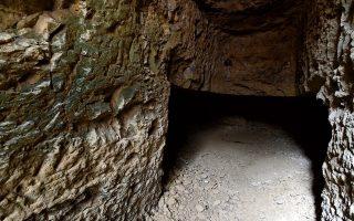 Η σπηλιά Καρμπουνάρι, στην περιοχή του Λουτρακίου, όπου έχασαν την ζωή τους οι τέσσερις άνδρες, το Σάββατο 16 Μαΐου 2020