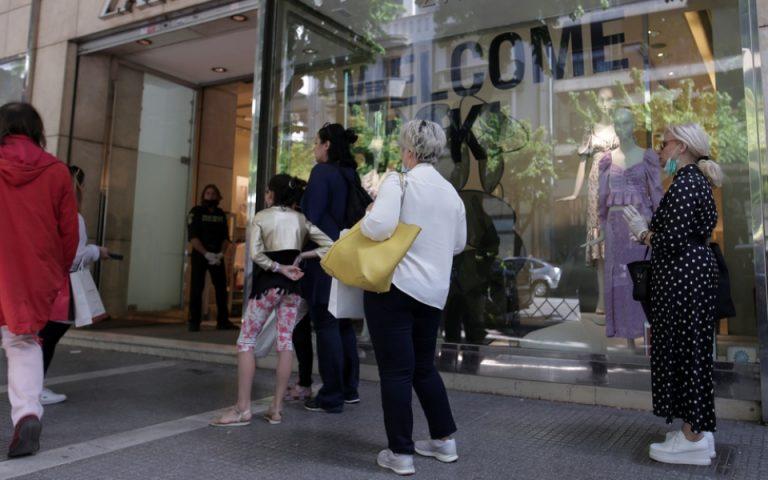 Με «γενναίες» προσφορές άνοιξαν τα εμπορικά καταστήματα