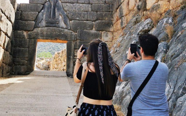 Οι πρώτοι επισκέπτες περιηγήθηκαν στους αρχαιολογικούς χώρους (φωτογραφίες)