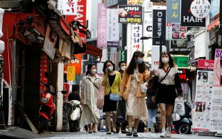 People wearing masks walk at Myeongdong shopping district amid social distancing measures to avoid the spread of the coronavirus disease (COVID-19), in Seoul, South Korea, May 28, 2020.   REUTERS/Kim Hong-Ji