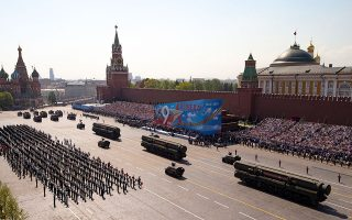 H καθιερωμένη εντυπωσιακή στρατιωτική παρέλαση στην Κόκκινη Πλατεία της Μόσχας δεν έγινε φέτος λόγω του κορωνοϊού. A.P. / ALEXANDER ZEMLIANICHENKO