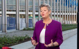 «Πρέπει να καταστήσουμε απολύτως σαφές πως δεν θα αποδεχθούμε ποτέ τη χρήση των μεταναστών για να εκβιαστεί η Ε.Ε. και ότι θα αντιδράσουμε πολύ σθεναρά σε κάτι τέτοιο», λέει η επίτροπος Εσωτερικών Υποθέσεων Iλβα Γιόχανσον. ΕU / CLAUDIO CENTONZE
