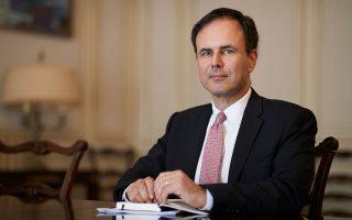 «Το να δημιουργήσουμε γραφειοκρατικά προγράμματα που απλώς αυξάνουν το χρέος δεν έχει νόημα, γι' αυτό και πολεμάμε για εκτεταμένη χρήση επιχορηγήσεων, grants και όχι δανείων», λέει για τις διαπραγματεύσεις στους κόλπους της Ε.Ε. ο επικεφαλής του Οικονομικού Γραφείου του πρωθυπουργού, Αλέξης Πατέλης.