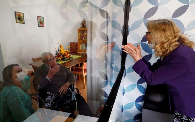 Πορτογαλία: Δάκρυα και χαρά φέρνει το «κουτί των συναισθημάτων» σε γηροκομείο