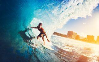surf-lakes-i-megalyteri-pisina-ston-kosmo-gia-amp-8230-serfingk-vinteo0