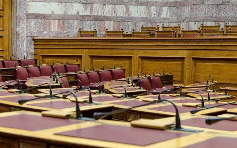 «Στο κόκκινο» η Βουλή την προσεχή περίοδο