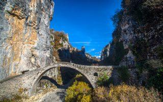 To γεφύρι του Κόκκορη ή Νούτσου, ανάμεσα στα χωριά Δίλοφο και Κουκούλι.(Φωτογραφία: ΚΛΑΙΡΗ ΜΟΥΣΤΑΦΕΛΛΟΥ)