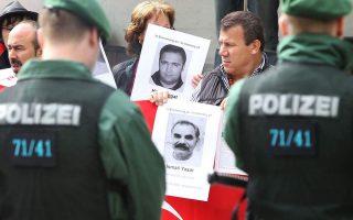 Συγγενείς θυμάτων της νεοναζιστικής οργάνωσης NSU. Ενα από τα θύματα ήταν ο Θεόδωρος Βουλγαρίδης, μετανάστης στη Γερμανία (φωτ. αρχείου).
