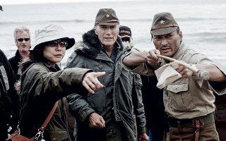 Μία από τις πιο σημαντικές του σκηνοθετικές στιγμές, στα γυρίσματα του «Γράμματα από το Ίβο Τζίμα», το 2007. © AFP/visualhellas.gr