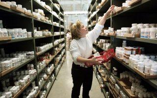 Η Ευρωπαϊκή Επιτροπή συνιστά στα μέλη του ΠΟΕ «να δεσμευθούν σε μια σειρά μέτρων που θα διευκολύνουν το εμπόριο σε υγειονομικά προϊόντα στον μεγαλύτερο δυνατό βαθμό σε συνθήκες κρίσης».