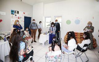 Η Πρόεδρος της Δημοκρατίας Κατερίνα Σακελλαροπούλου επισκέφθηκε χθες τη δομή φιλοξενίας ασυνόδευτων ανήλικων κοριτσιών, στο Ιλιον (φωτ. INTIME NEWS).