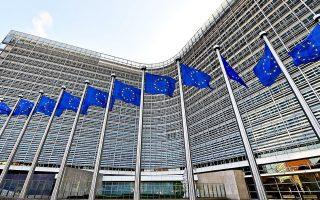 Πληροφορίες αναφέρουν πως το τελικό πακέτο της Κομισιόν μπορεί να μειωθεί στα περίπου 500 δισ. ευρώ, χωρίς να διευκρινίζουν πάντως τι ποσοστό θα είναι απευθείας επιχορηγήσεις στα κράτη-μέλη.
