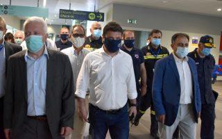 Φωτ. ΑΠΕ - ΜΠΕ: Ο Νίκος Χαρδαλιάς στο αεροδρόμιο της Μυτιλήνης, Κυριακή 28 Ιουνίου 2020