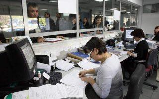 Για ειδικές κατηγορίες εργαζομένων, όπως οι καλλιτέχνες, το υπουργείο Εργασίας προετοιμάζει μια εμβόλιμη πληρωμή, εντός των επομένων ημερών.