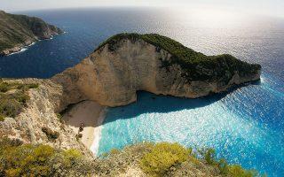Η έκταση, που βρίσκεται κοντά στη διασημότερη παραλία του νησιού, ουδέποτε ανήκε σε αυτόν που εμφανίστηκε ως πωλητής της (φωτ. INTIME NEWS).