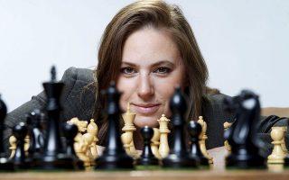 Θεωρείται η «ισχυρότερη σκακίστρια όλων των εποχών». Στα 13 της έγινε η νεότερη παίκτρια στη λίστα των εκατό κορυφαίων της Διεθνούς Σκακιστικής Ομοσπονδίας, ενώ είναι η μόνη γυναίκα που έχει κερδίσει έντεκα παγκόσμιους πρωταθλητές. Μήπως όμως τέτοιες «διακρίσεις» αδικούν την Ουγγαρέζα Γιούντιτ Πόλγκαρ; Ναι, αλλά πολλά νεαρά κορίτσια τη βλέπουν ως πρότυπο, λέει στην «Κ», ενόψει της διαδικτυακής εμφάνισής της με τον Γκάρι Κασπάροφ, στο Summer Nostos Festival.