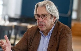 Οπως υποστηρίζουν οι διακεκριμένοι επιστήμονες που συντάσσονται  με την πρωτοβουλία του καθηγητή Σπύρου Αρταβάνη-Τσάκωνα, ήρθε ο καιρός να στηριχθούν προσπάθειες που θα βοηθήσουν την Ελλάδα, όχι απλώς να ακολουθήσει την «κούρσα» της διεθνούς βιοϊατρικής έρευνας, αλλά να γίνει ένας από τους ταγούς της. Στη φωτογραφία ο καθηγητής Σπύρος Αρταβάνης-Τσάκωνας.