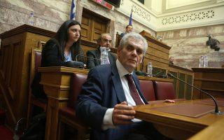 Ο τέως αναπλητωτής υπουργός Δικαιοσύνης Δημήτρης Παπαγγελόπουλος αρνείται κάθε κατηγορία, αλλά οι εκτιμήσεις μελών της Προανακριτικής αναφέρουν πως επί της ουσίας δεν προσκόμισε κάτι για να θεμελιώσει τις θέσεις του. INTIME NEWS
