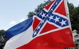 Χωρίς το έμβλημα των Νοτίων η σημαία του Μισισίπι μετά την απόφαση της Βουλής και της Γερουσίας της πολιτείας.