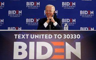 Στα κρυφά χαρτιά του Δημοκρατικού υποψηφίου Τζο Μπάιντεν συγκαταλέγεται ο σημαντικός ρόλος που πιθανότατα διαδραματίζει στις πολιτικές επιλογές του, χωρίς να φαίνεται, ο ίδιος ο Μπαράκ Ομπάμα. (ΦΩΤ. A.P.)