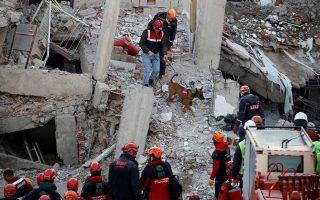 Φωτ. αρχείου από τον σεισμό στο Ελαγκίζ της Τουρκίας τον περασμένο Ιανουάριο, REUTERS