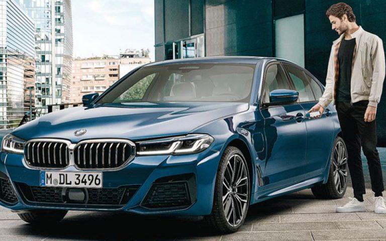 Με την προσεχή λειτουργία BMW Digital Key για iPhone οι οδηγοί θα μπορούν να ξεκλειδώνουν και στη συνέχεια να εκκινούν τον κινητήρα, απλά τοποθετώντας το iPhone στην ειδική υποδοχή για smartphone.