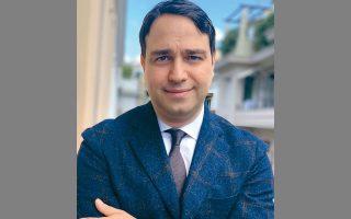 Ο Ιναχος Λάζος είναι κάτοχος μεταπτυχιακού τίτλου από το ΜΙΤ και ιδρυτής της DCS Delphic Strategies, συμβουλευτικής εταιρείας επενδυτικών κεφαλαίων, με πελάτες από Ασία, Ευρώπη και Αμερική.