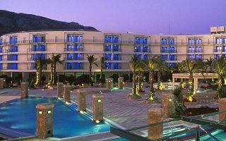 Η συμφωνία αφορά την εξαγορά του 81% του μετοχικού κεφαλαίου της Club Hotel Loutraki (το υπόλοιπο 19% ελέγχει η ελληνικών συμφερόντων Sciens Capital Management LLC), η οποία με τη σειρά της ελέγχει το 84% της κοινοπραξίας με τον Δήμο Λουτρακίου (Club Hotel Casino Loutraki) που λειτουργεί και διαχειρίζεται το ομώνυμο καζίνο.