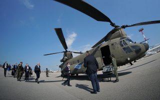 (Ξένη Δημοσίευση) Ο υπουργός Εξωτερικών Νίκος Δένδιας και ο ύπατος Εκπρόσωπος της Ε.Ε. για την Εξωτερική Πολιτική και την Πολιτική Ασφάλειας, Ζοζέπ Μπορέλ επιβιβάζονται σε ελικόπτερο, στο Αεροδρόμιο της Αλεξανδρούπολης, την Τετάρτη 24 Ιουνίου 2020. Ο υπουργός Εξωτερικών Νίκος Δένδιας και ο ύπατος Εκπρόσωπος της Ε.Ε. για την Εξωτερική Πολιτική και την Πολιτική Ασφάλειας, Ζοζέπ Μπορέλ πραγματοποιούν επίσκεψη στο Στρατιωτικό Φυλάκιο 1, στις Καστανιές του Έβρου. Η σημερινή επίσκεψή τους είναι συνέχεια της κοινής επίσκεψης που είχαν κάνει στις 3 Μαρτίου στις Καστανιές, μετά τα γεγονότα στα ελληνοτουρκικά σύνορα, ο πρωθυπουργός Κυριάκος Μητσοτάκης μαζί με τους επικεφαλής των θεσμών της Ευρωπαϊκής Ένωσης (την πρόεδρο της Ευρωπαϊκής Επιτροπής Ούρσουλα Φον ντερ Λάιεν, τον πρόεδρο του Ευρωπαϊκού Συμβουλίου Σαρλ Μισέλ, τον πρόεδρο του Ευρωπαϊκού Κοινοβουλίου Νταβίντ Σασόλι), τον πρωθυπουργό της Κροατίας, που έχει την προεδρία της Ε.Ε. το πρώτο εξάμηνο του 2020, Αντρέι Πλένκοβιτς, και τον αντιπρόεδρο της Κομισιόν Μαργαρίτη Σχοινά. Οι συζητήσεις, αναμένεται να εστιασθούν στις ευρωτουρκικές σχέ