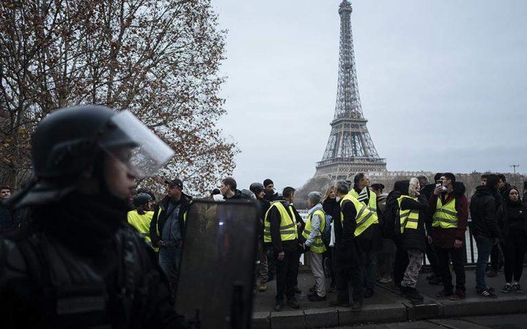 Γαλλία: 18 μήνες φυλάκιση με αναστολή σε αστυνομικό που χτύπησε με γκλοπ διαδηλώτρια