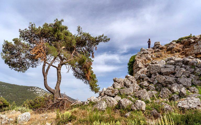 Το αρχαίο Φρούριο Φυλής, του 4ου αιώνα π.Χ., σε υψόμετρο 680 μ. (Φωτογραφία: ΠΕΡΙΚΛΗΣ ΜΕΡΑΚΟΣ)